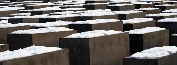 Denkmal für die ermordeten Juden Europas, Berlin, 2009. Foto: Franziska May ([https://creativecommons.org/licenses/by-nc-nd/3.0/deed.de CC BY-NC-ND 3.0]).