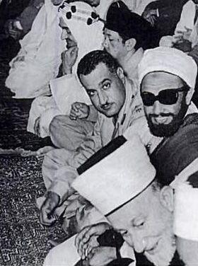 Bandung 1955, Prinz Faisal von Saudi Arabia (Erster von links), Gamal Abdel Nasser, Imam Ahmad Nordjemen und Mohamad Amin al-Husayni, Urheber: Dar al-Hilal, Fotograf nicht bekannt, Quelle: [http://commons.wikimedia.org/wiki/File:Nasser-Faisal-Husayni_at_Bandung.png?uselang=de Wikimedia Commons] ([http://en.wikipedia.org/wiki/Public_domain?uselang=de gemeinfrei]).
