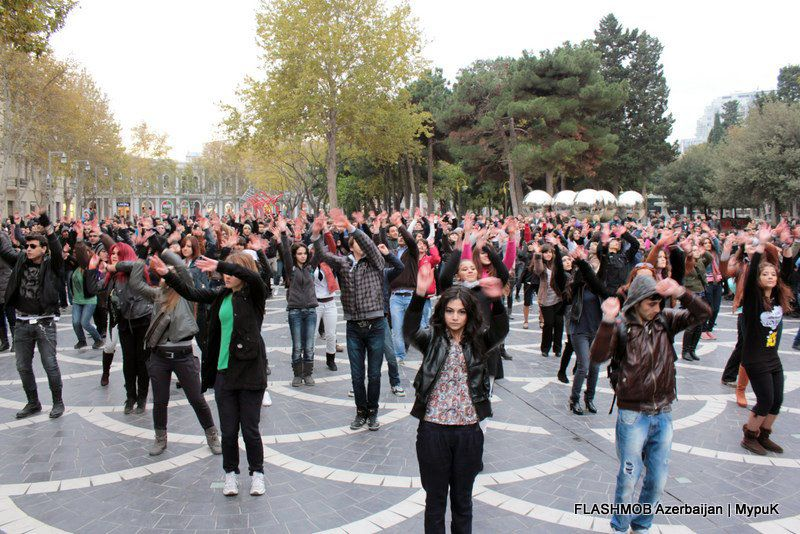 Madagaskar, Dance Flashmob in Baku 2011, Urheber: Ekolok, Quelle: [http://commons.wikimedia.org/wiki/File:Madagascar_Flashmob_1.jpg?uselang=de Wikimedia Commons] ([https://creativecommons.org/licenses/by-sa/3.0/deed.de CC BY-SA 3.0]).