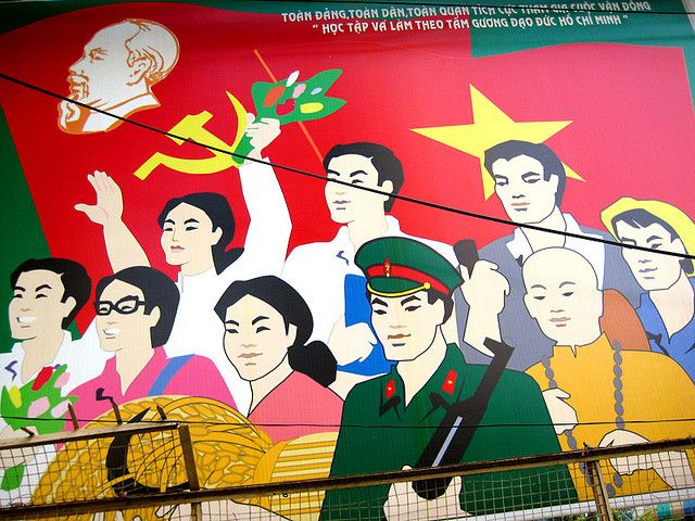 Ho Chi Minh Stadt, Vietnam, 2007: Wandtafel in der Sozialistischen Republik Vietnam. Foto: Dijon, Quelle: [http://www.flickr.com/photos/dijon/2134756813/ Flickr] ([https://creativecommons.org/licenses/by-nc-sa/2.0/ CC BY-NC-SA 2.0]).