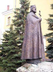 Die mittelalterliche Staatsgründerfigur, die St. Stephan-Statute, wurde im Jahr 2000 in Kecskemét aufgestellt. Foto: Csanády 2007, Quelle: [http://commons.wikimedia.org/wiki/File:Szent_Istv%C3%A1n_Kecskem%C3%A9t.jpg Wikimedia Commons] ([http://en.wikipedia.org/wiki/Public_domain Public Domain]).