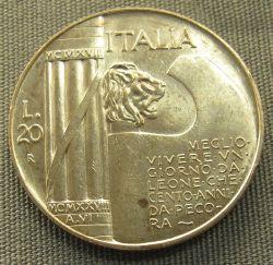 """Im Dezember 1926 wurde das Liktorenbündel zum italienischen Staatsemblem. Der Sinnspruch, den man den Italienern mit der Münze mit auf dem Weg gab, lautet: """"Besser ein Tag als Löwe, denn hundert Jahre als Schaf leben."""" Foto: Sailko (14. Juli 2011), Quelle: [https://commons.wikimedia.org/wiki/File:Italia,_20_lire_di_vittorio_emanuele_III,_1928.JPG?uselang=de Wikimedia Commons] ([https://de.wikipedia.org/wiki/GNU-Lizenz_f%C3%BCr_freie_Dokumentation GNU])."""