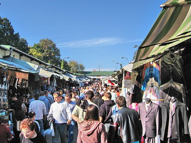 Stadion-Markt, Warschau, 30. September 2007. Fotograf: masti, Quelle: [https://commons.wikimedia.org/wiki/File:POL_WAW_Stadion1.jpg Wikimedia Commons] ([https://creativecommons.org/licenses/by/3.0/deed.en CC BY 3.0])