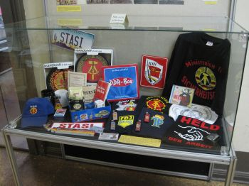 "History and historical symbols can serve marketing purposes or be treated as ""cult objects."" As such they can become the subject of historical exhibits. Thus, the ""Runde Ecke"" Memorial Museum in Leipzig exhibits a host of household objects with GDR emblems on them, describing them as ""glorifying the GDR."" Photo: Irmgard Zündorf, ""Runden Ecke"" Memorial Museum, Leipzig 2011, License [https://creativecommons.org/licenses/by-nc/3.0/de/ CC BY-NC 3.0 DE]"