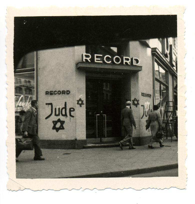 Foto eines unbekannten Fotografen, aus einem Auto aufgenommen, o.D. (1938), Sammlung Wolfgang Haney © mit freundlicher Genehmigung