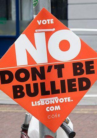 Plakat im Vorfeld des irischen Referendums zum Vertrag von Lissabon, 12. Juni 2008<br>[Originaltitel: No to Lisbon]. Foto: William Murphy [https://www.flickr.com/photos/infomatique/2557730464/ Flickr] ([https://creativecommons.org/licenses/by-sa/2.0/ CC BY-SA 2.0])