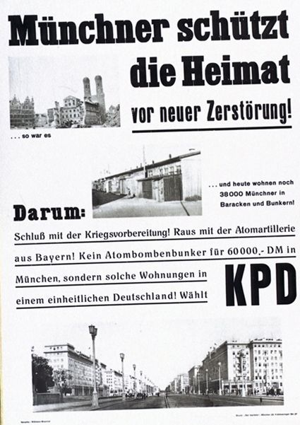 """Die KPD nutzt einerseits den Begriff """"Heimat"""", andererseits ruft sie mit der Fotografie der Frauenkirche kurz nach 1945 ein urbanes Münchener Symbol auf, welches durch lokale Barackenwohnungen ergänzt wird. Unten zeigt eine Fotografie die Berliner Karl-Marx-Allee, ein Vorzeigeprojekt urbaner Architektur der frühen DDR. Heimat wird hier mit urbanen Räumen verknüpft und die untere Fotografie steht im Einklang mit dem sozialistischen Heimatbegriff, der die aktive Gestaltung des Raumes durch die Arbeiterklasse hervorhebt. <br /> KPD-Plakat: """"Münchner schützt die Heimat"""", KPD (München) 1953/54. Quelle: Bundesarchiv Plak 005 - Bundesrepublik Deutschland I (1949-1966), Plak 005-026-035 © mit freundlicher Genehmigung"""