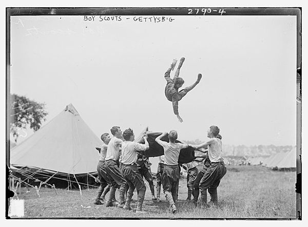 Boy Scouts, Gettysburg, July 1913. Photographer: unknown. Published in: Bain News Service Photograph collection. Source: [http://loc.gov/pictures/resource/ggbain.13849/ The Library of Congress] / [https://commons.wikimedia.org/wiki/File:Boy_Scouts_-_Gettysburg_LOC_3931075949.jpg Wikimedia Commons] public domain