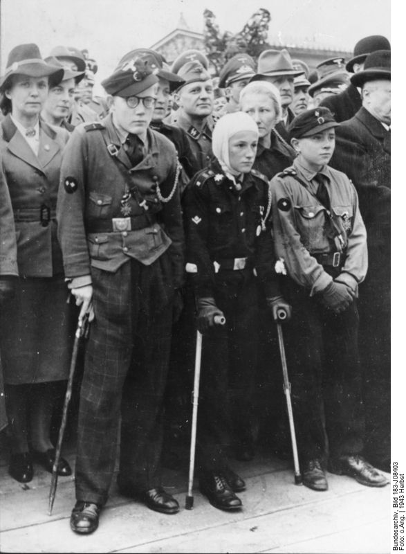 Members of the Hitler Youth at a demonstration, autumn 1943, Photographer: unknown. Source: [https://commons.wikimedia.org/wiki/File:Bundesarchiv_Bild_183-J08403,_Hitlerjungen,_als_Helfer_bei_Luftangriffen_verwundet.jpg#/media/File:Bundesarchiv_Bild_183-J08403,_Hitlerjungen,_als_Helfer_bei_Luftangriffen_verwundet.jpg Bundesarchiv Bild 183-J08403 (ADN) / Wikimedia Commons], license: [https://creativecommons.org/licenses/by-sa/3.0/de/deed.en CC BY-SA 3.0]