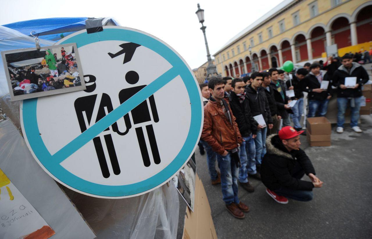 Afghanische Flüchtlinge demonstrieren am 22. Dezember 2012 in München gegen ihre drohende Abschiebung.(picture alliance/dpa/Tobias Hase)