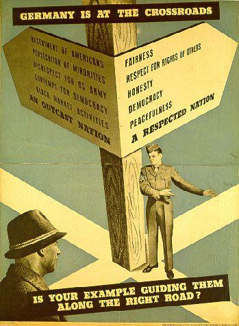 """""""Germany is at the Crossroads"""". Amerikanisches Instruktionsposter für US-Personal. US-Army, amerikanische Besatzungszone, um 1947. Grafiker: unbekannt, Quelle: [https://commons.wikimedia.org/wiki/File:OMGUS.jpg Wikimedia Commons] / Haus der Geschichte, Bonn EB-Nr.: 1994/04/033, Lizenz: public domain"""