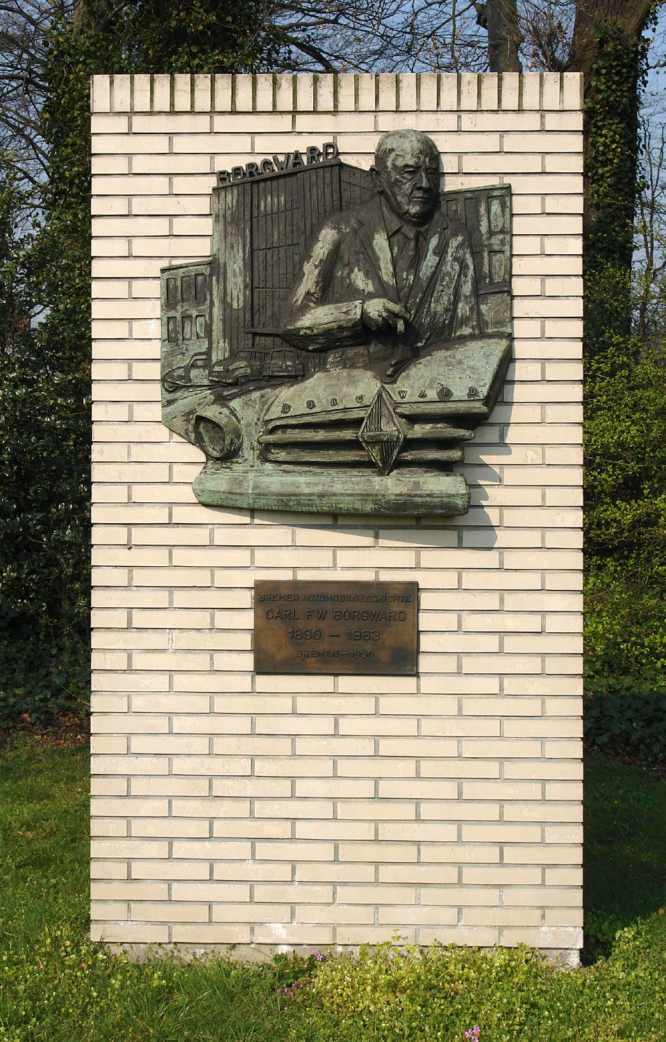 Ikone des Scheiterns: Denkmal für den Automobilunternehmer Carl F. W. Borgward in Bremen-Sebaldsbrück, 2. April 2007. Foto: Jürgen Howaldt, Quelle: [https://commons.wikimedia.org/wiki/File:BorgwardDenkmal.jpg Wikimedia Commons], Lizenz: [https://creativecommons.org/licenses/by-sa/2.0/de/deed.en CC BY-SA 2.0]