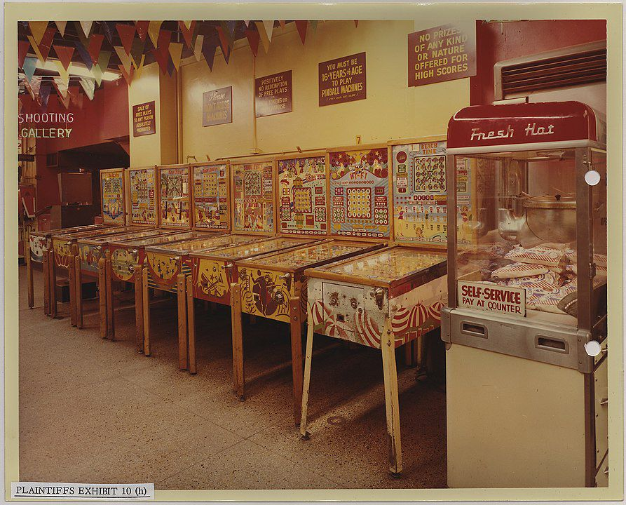 """Wonderland Arcade"", Kansas City, Missouri, 1968. Foto: unbekannt, Quelle: [https://catalog.archives.gov/id/283784 National Archives and Records Administration] / [https://commons.wikimedia.org/wiki/File:Wonderland_Arcade,_1200_Grand_Ave._Kansas_City,_Missouri_-_NARA_-_283784.jpg Wikimedia Commons], Lizenz: public domain"