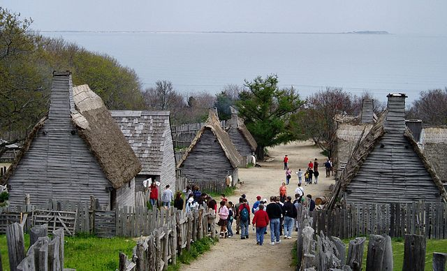 Plimoth Plantation, Plymouth, Mass., Mai 2005. Foto: [https://commons.wikimedia.org/wiki/User:Muns Muns], Quelle: [https://commons.wikimedia.org/wiki/File:Plimoth_Plantation.JPG Wikimedia Commons], Lizenz: [https://creativecommons.org/licenses/by-sa/2.0/deed.en CC BY-SA 2.0]