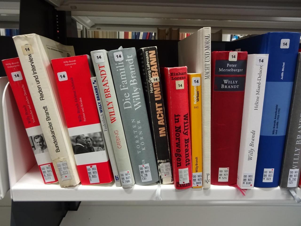 Politikhistorische Biografik über Willy Brandt, Universitätsbibliothek Bielefeld 2019. Foto: Levke Harders, Lizenz: [https://creativecommons.org/licenses/by-nc-sa/4.0/deed.de CC BY-NC-SA 4.0]