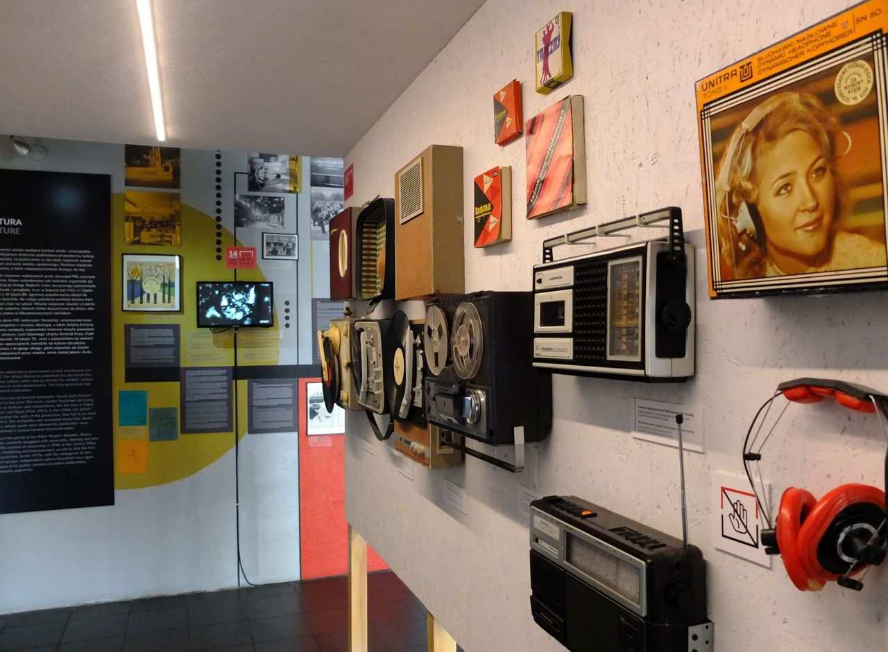 Tonbandgeräte, Kassettenrekorder und andere Audiotechnik im Warschauer Museum des Lebens in der Volksrepublik (Foto: Sabine Stach)