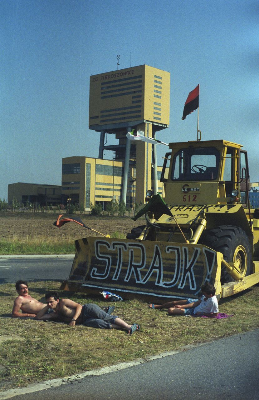 Miners during a general strike at the Sieroszowice Copper Mine owned by the KGHM Polska Miedz SA copper combine in Sieroszowice, Poland, 10 August 1992 (picture-alliance/PAP/Adam Hawalej)